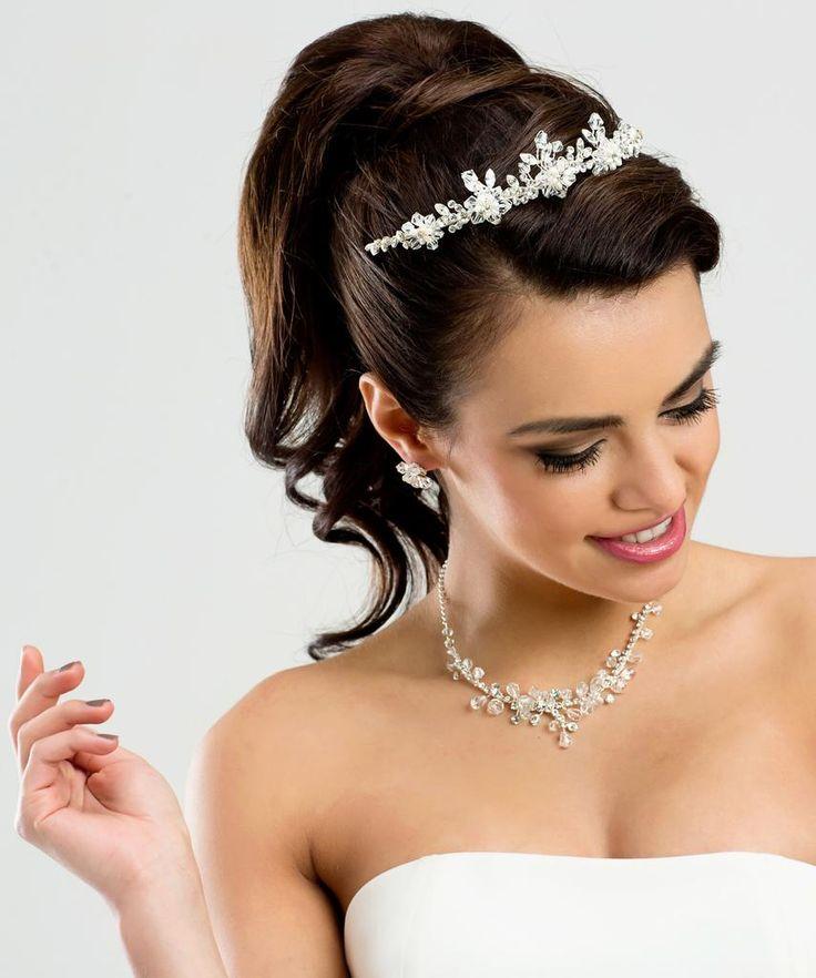 más de 25 ideas increíbles sobre peinados con tiara en pinterest