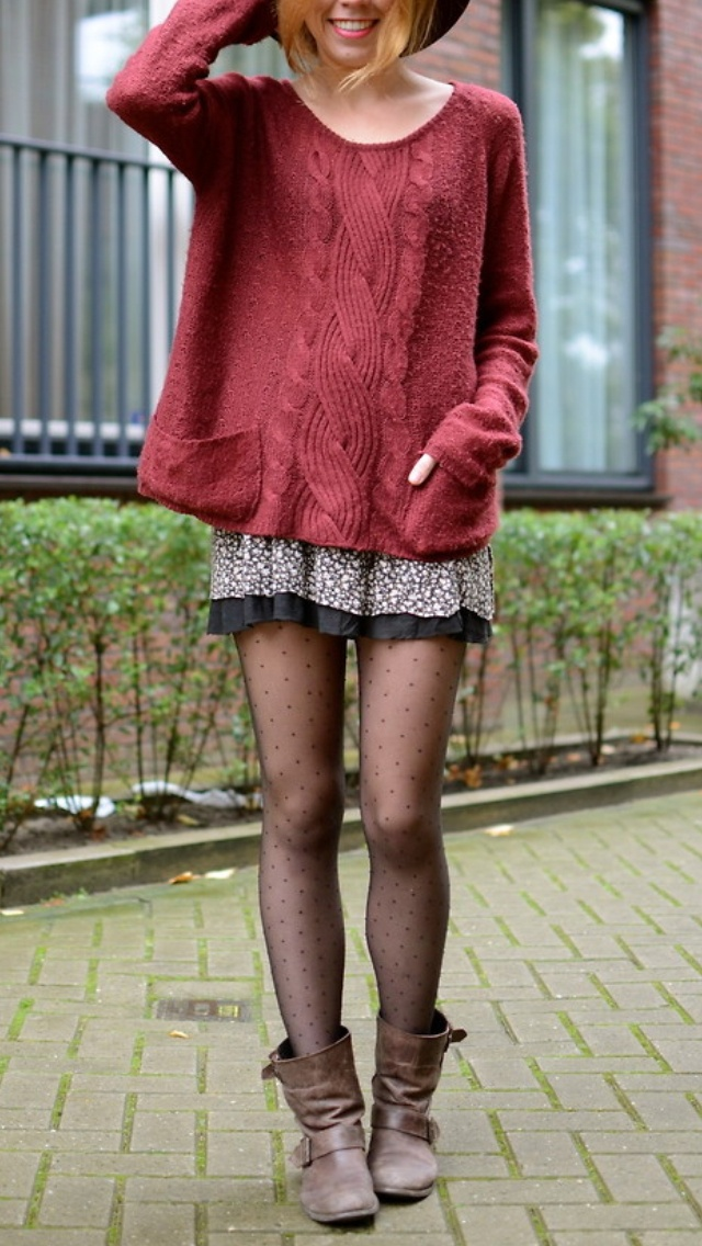 Big sweater, skirt and tights// if only the skirt was a little longer.....