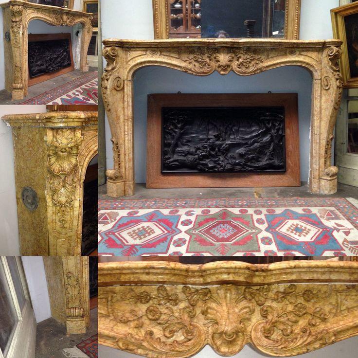 très belle cheminée louis XV couleur jaune ,bandeau fleurie, jambage galbés agrémentés de fine sculptures . XIX siècle .