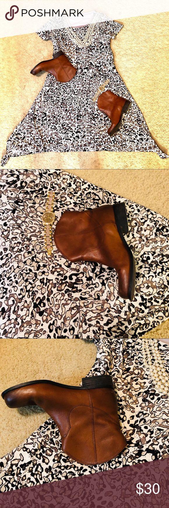Dana Buchman Dress Gorgeous Dana Buchman dress in EUC, size medium! Perfect for …