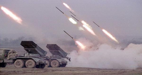 الفتح المبين تدك مواقع النظام في حماة بالصواريخ وتجبر طائرة