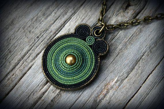 Bohemio polímero arcilla colgante declaración collar hada mandala verde tierra gitana psychedelic arte usable hippie joya