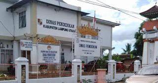 Berikut ini daftar alamat sekolah yang ada di Kabupaten Lampung Utara :  NO  SEKOLAH  ALAMAT  KECAMATAN  1  MIS MUHAMMADIYAH  JL. NEGARA GG. KELAPA TIGA NO. 100  ABUNG BARAT  2  SDN 1 BUMI NABUNG  BUMI NABUNG  ABUNG BARAT  3  SDN 1 CAHAYA  CAHAYA NEGERI  ABUNG BARAT  4  SDN 1 LEPANG BESAR  LEPANG BESAR  ABUNG BARAT  5  SDN 1 OGAN LIMA  OGAN LIMA  ABUNG BARAT  6  SDN 2 BUMI AGUNG MARGA  BUMI NABUNG  ABUNG BARAT  7  SDN 2 BUMI NABUNG  BUMI NABUNG  ABUNG BARAT  8  SDN 2 CAHAYA  DS. PEMATANG…
