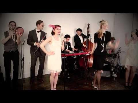 Découvrez le clip et les paroles de la chanson Gentleman de Scott Bradlee & Postmodern Jukebox, tiré de l'album   disponible gratuitement sur Jukebox.fr !