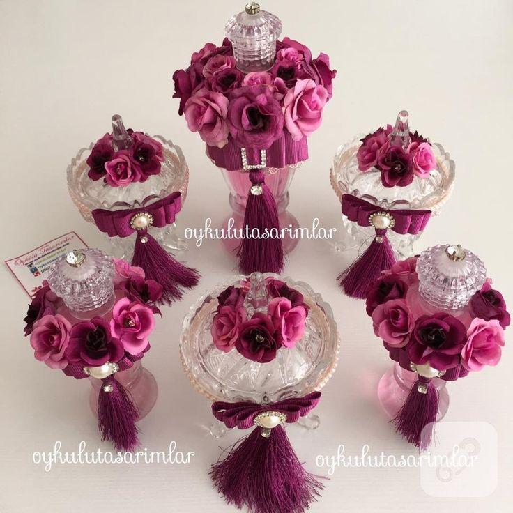 Kolonya şişesi ve şekerlik fuşya pembe renkli çiçeklerle süslenerek özel gün hediyeliği olarak hazırlandılar. doğum, hastane çıkışı, kına, söz, nişan hediyelikleri 10marifet.org'da