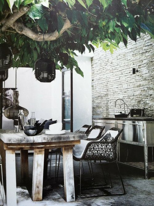 love this outside space with a sink and lights in the tree. so inviting