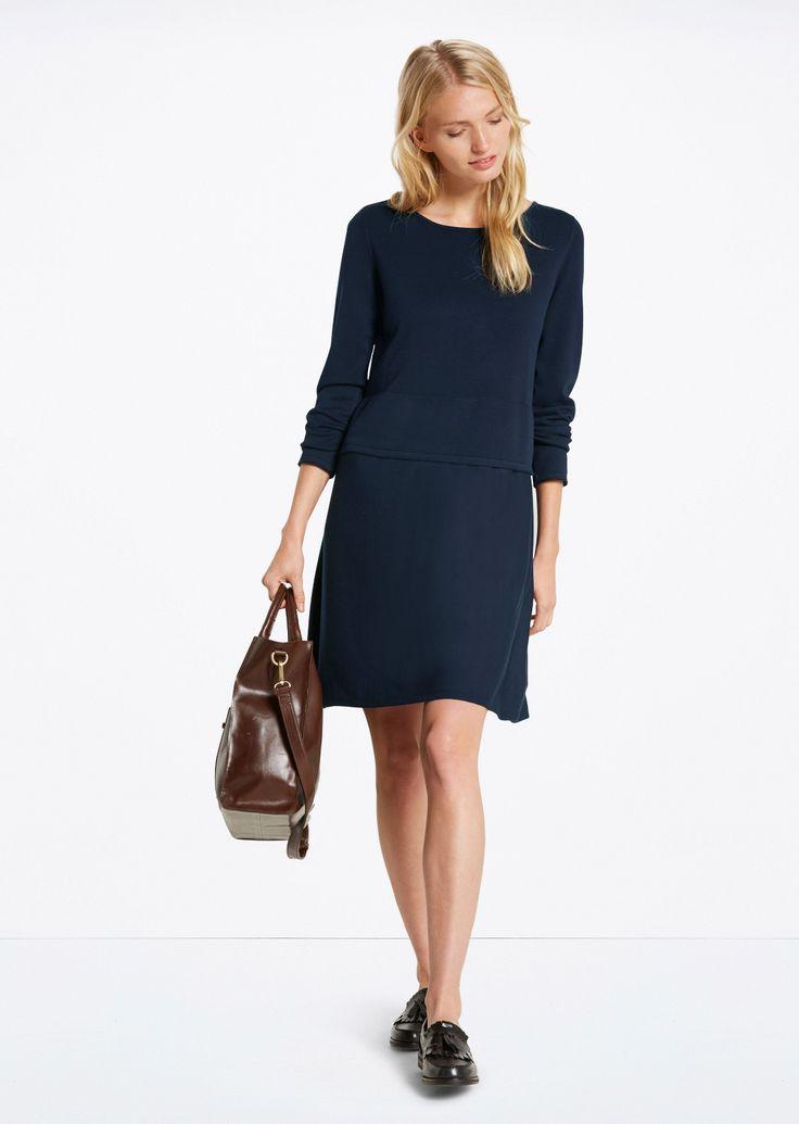 Gebreide jurk  Description: Eenvoudige gebreide jurk van viscose. Het geheel heeft een bovenstuk met boothals en een aangeknipte rok met lichte A-lijn.  Price: 119.90  Meer informatie  #Marc OPolo
