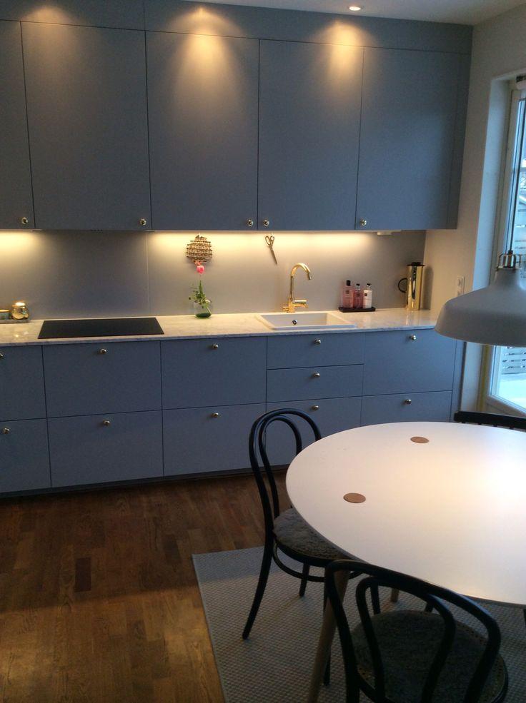 Grått Ikea kök