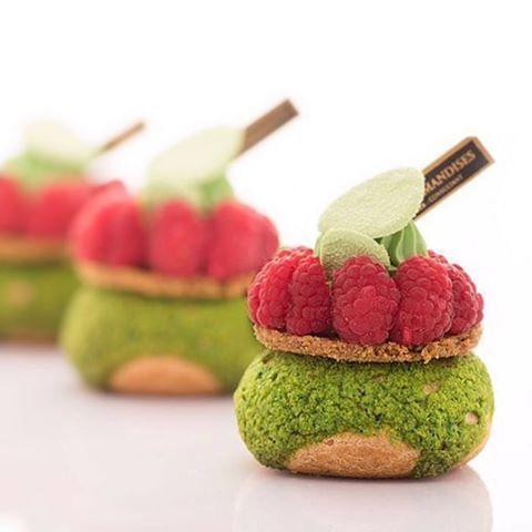 By @karim.bourgi #okmycake #hotchocolate #jimmychoo #chocolate #patisserie #pastrychef #pastry #patisserieboutique #chocolate #picofthefay #happy #beautiful #vscan #bestoftheday #like4like #pastry#me #photooftheday #thepicoftheday
