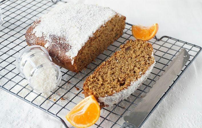 Sinaasappel cake met dadels en kokos topping - Mind Your Feed
