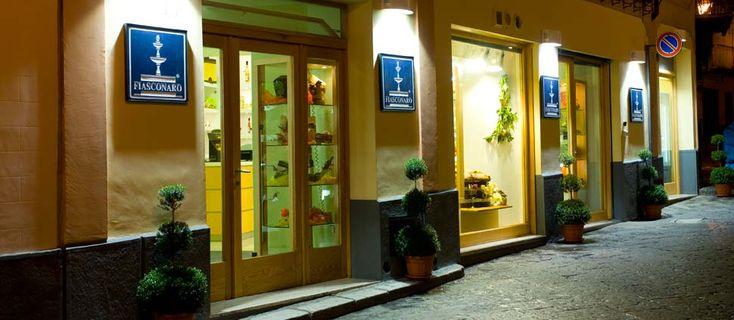 F.lli Fiasconaro - la Fiasconaro è un'azienda moderna e in continua espansione: grazie al lavoro d'equipe di professionisti capaci ed appassionati, al forte spirito imprenditoriale e ad un istinto straordinario, si è guadagnata un posto di rilievo nel settore, affermandosi sul mercato nazionale ed internazionale.
