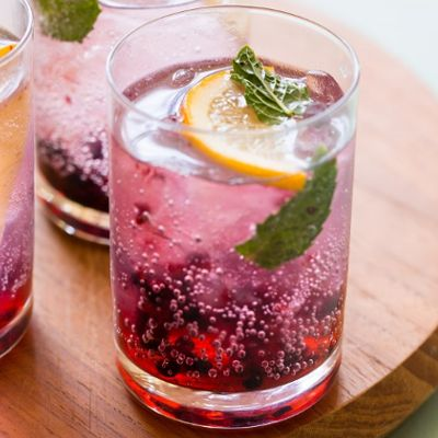 Lemon & BlackBerry Gin & Tonic 3 blackberries 5 fresh mint leaves Juice of ½ lemon 15ml sugar syrup 60ml gin Tonic water