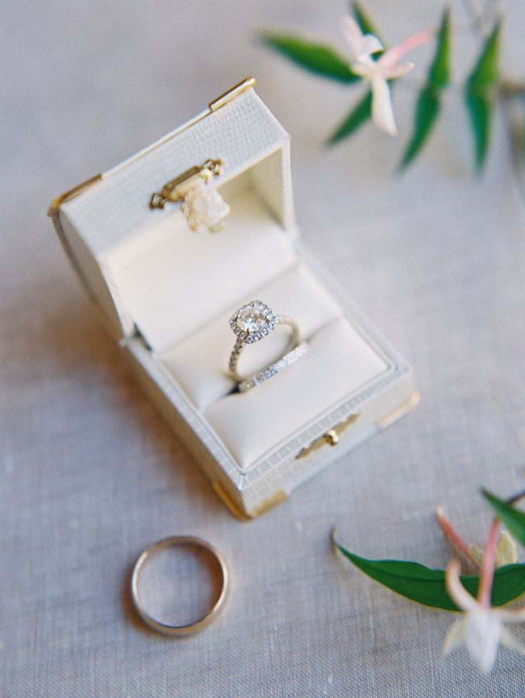 nice Bague de Fiançailles - Tendance 2017/2018  : Round-cut engagement ring in a halo setting: Floral Design: Fionna Floral - www....