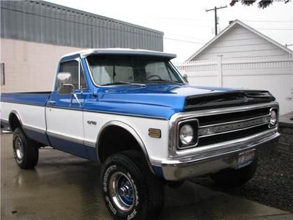 70 Chevy C10 4X4 without the two tone would look better