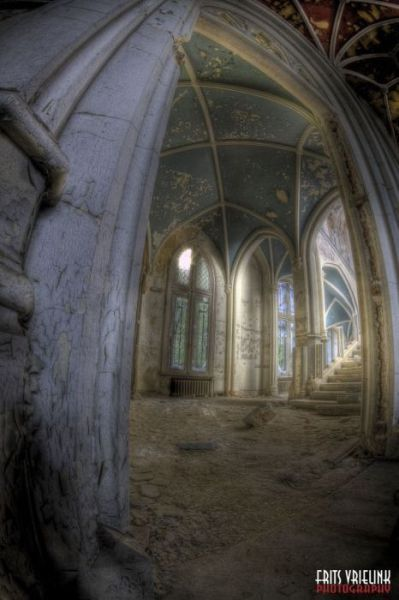 A Hauntingly Beautiful Abandoned Castle in Belgium / Another haunting view of Miranda Castle, my favorite!