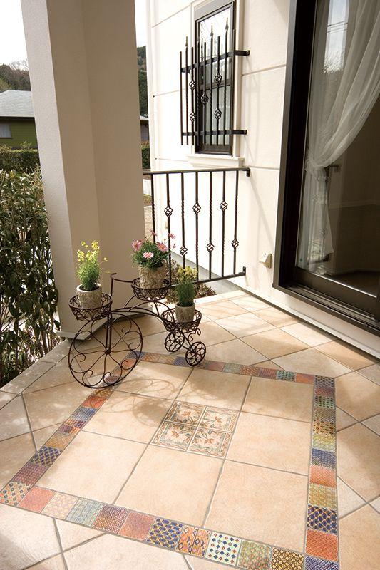 ヨーロピアンタイルの床が美しいパティオ。|テラス|デザイン|ナチュラル|タイル|ガーデン|