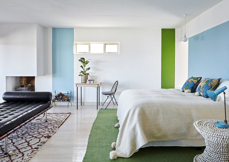 Where I'd Stay's Bakoven property, in Cape Town, is a gorgeous and bright beach-side home - splashes of colour add warmth to the home's mainly neutral palette.