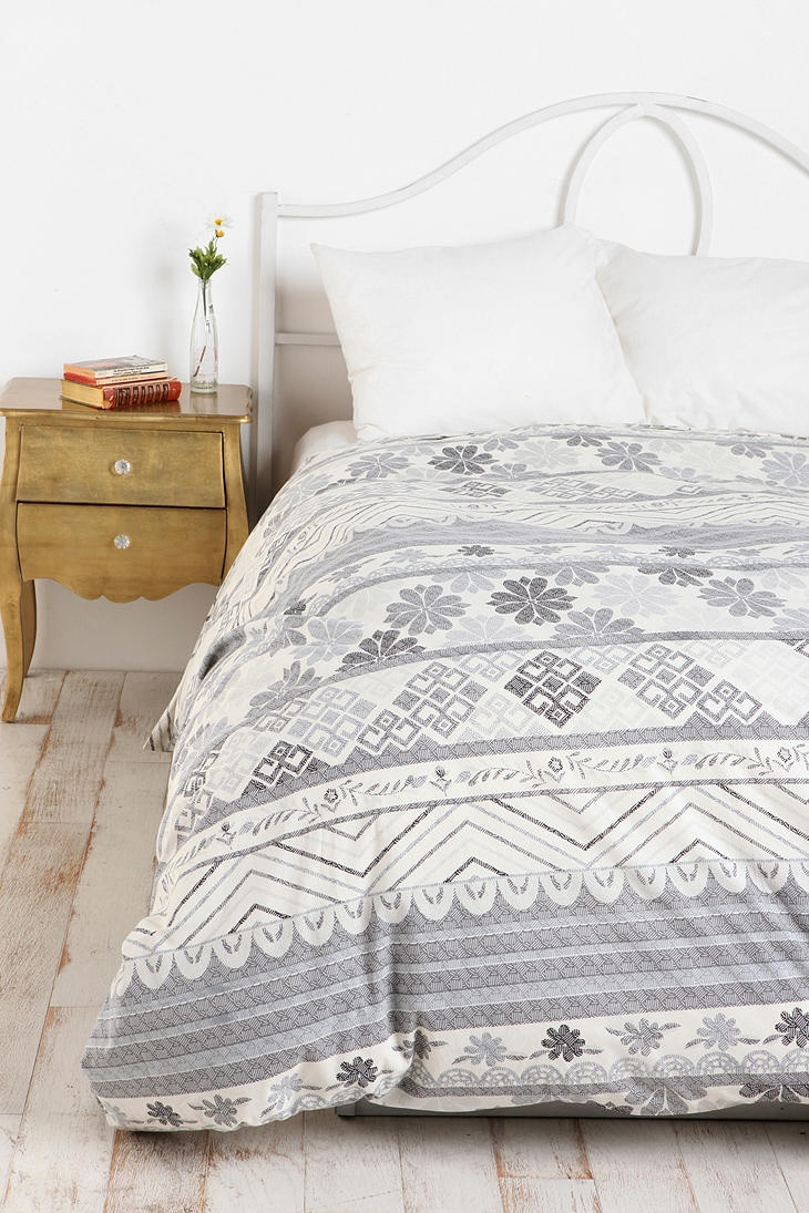 geometric duvet cover urban outfitters duvet covers and. Black Bedroom Furniture Sets. Home Design Ideas