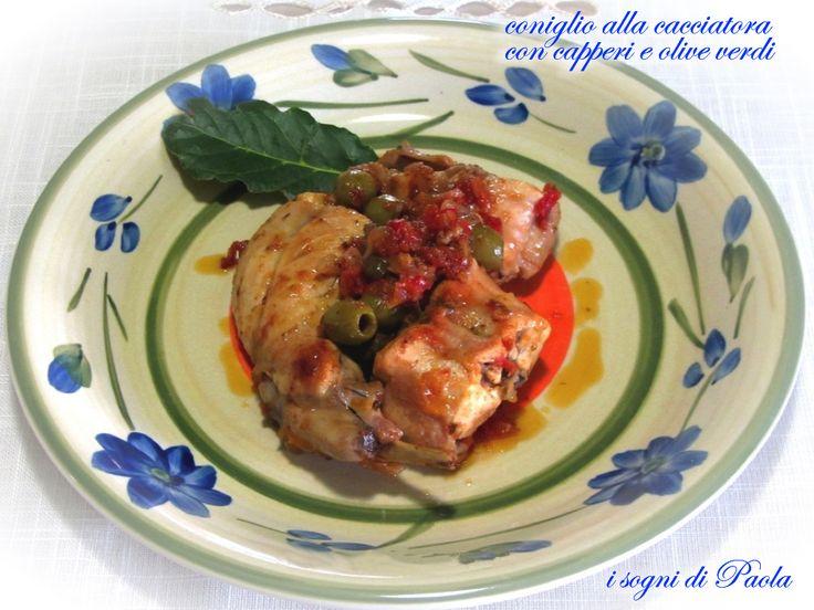 Coniglio alla cacciatora con capperi e olive verdi. Il coniglio alla cacciatora… mille modi per rendere squisita questa carne. C'è anche la mia ricetta!
