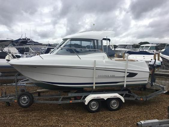 Beneteau - Antares 580 Motor Boats for Sale in Dorset, South West. Search and browse boat ads for sale on boatsandoutboards.co.uk