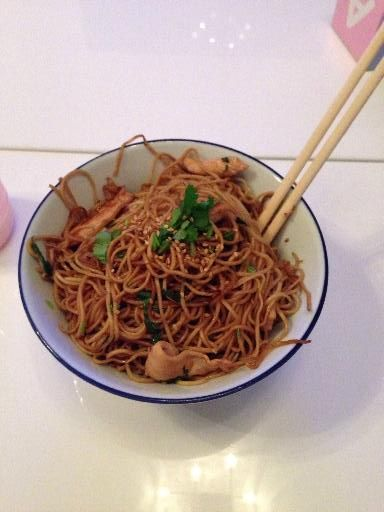 Wok nouilles chinoises, poulet, sauce soja