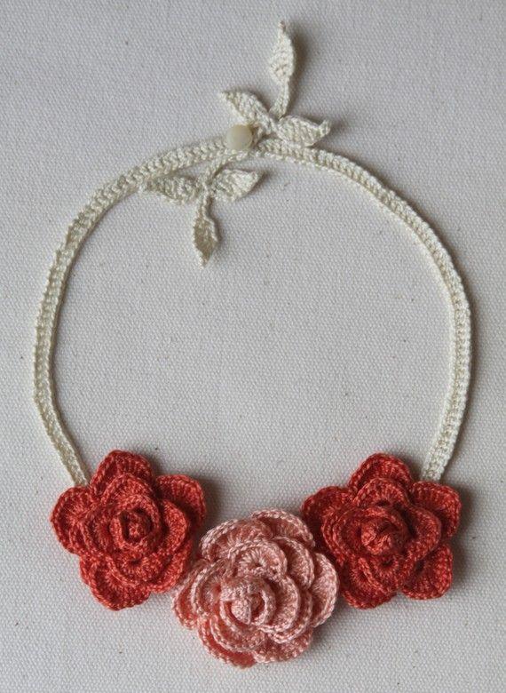 Collana Rose all'uncinetto in Peach e corallo di mygiantstrawberry
