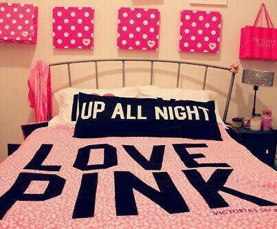 Love pink teen bedroom idea
