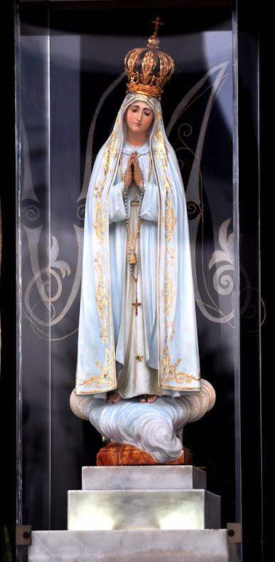 Nossa Senhora de Fátima (Português: Nossa Senhora de Fátima) é um famoso título dado à Santíssima Virgem Maria como ela apareceu em aparições relatadas pelos três pastorinhos em Fátima, em Portugal. Estes ocorreram no 13º dia consecutivo de seis meses em 1917, começando em 13 de maio As três crianças foram Lúcia dos Santos e os seus primos Jacinta e Francisco Marto.