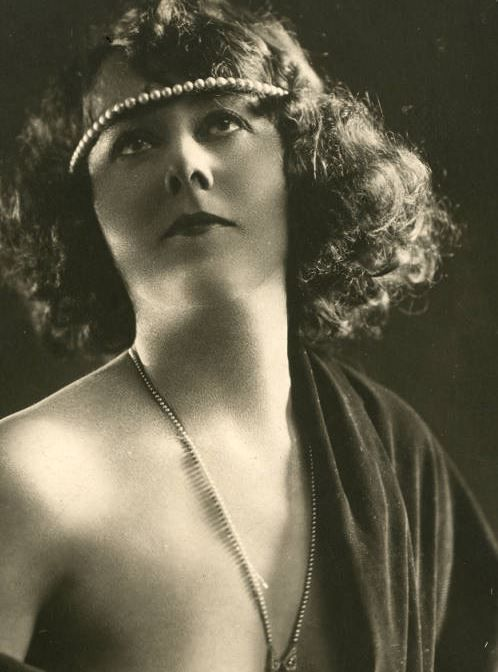 """""""Edna Wallace Hopper photographed by Apeda Studio, 1922 """""""