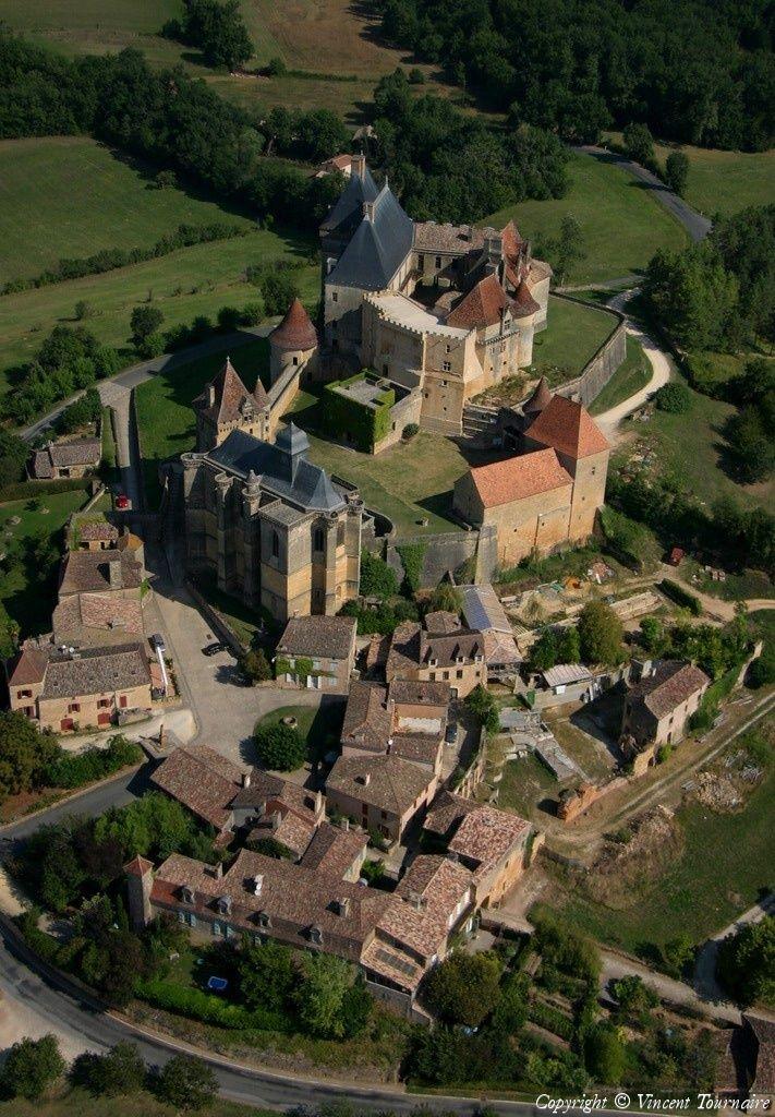 Photo aérienne de Biron - Dordogne http://www.tourisme.fr/2967/office-de-tourisme-bergerac.htm