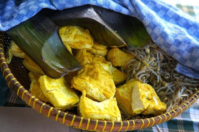 Kupat Tahu Gempol ingredients. Photo by Icha Rahmanti.
