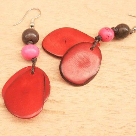 Playful beaded earrings made with organic pink acai and red tagua from the Amazon rainforest - wear your own little (sustainable) piece of the jungle. $28.00 http://www.artisansintheandes.com/beaded-earrings-green-dangling/beaded-earrings-dangling-tagau-red-pink