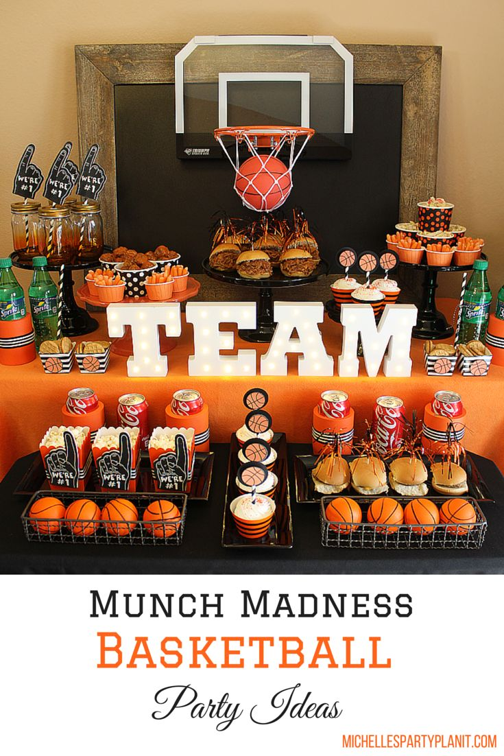 Munch Madness! Get Ready for the College Basketball Tournament with a free bracket, cupcake toppers and a recipe for Pulled Pork Sandwiches! #ad #HoopMadness