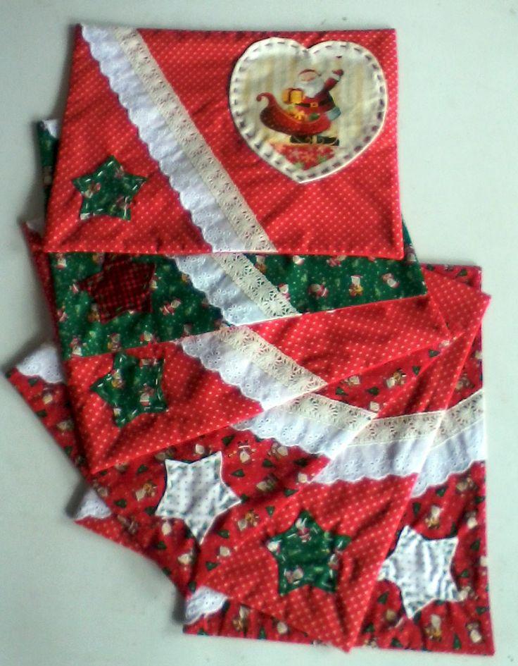 individuales con apliques de tela, blondas y pespuntes, con detalle en decoupage textil