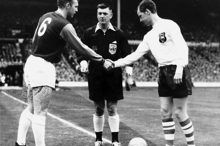 FA Cup final 1964 : Bobby Moore shakes hands with Nobby Lawton of Preston North End.