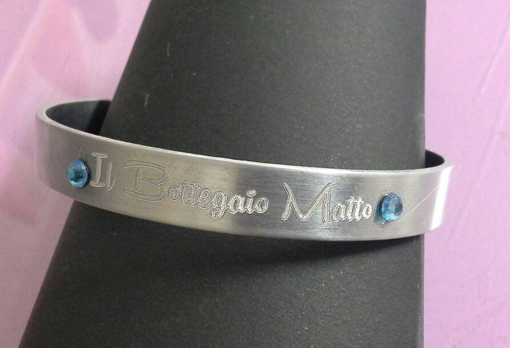 Bracciale in metallo personalizzato con incisione nome + applicazione strass.