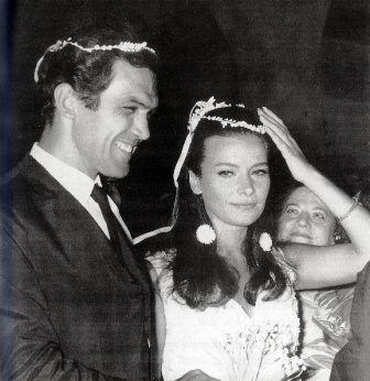 Κώστας Καζάκος - Τζένη Καρέζη  Ο γάμος του ζευγαριού έγινε μακριά από τα φώτα της δημοσιότητας