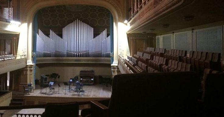 Abandono em prédio da Escola de Música da UFRJ ameaça relíquias