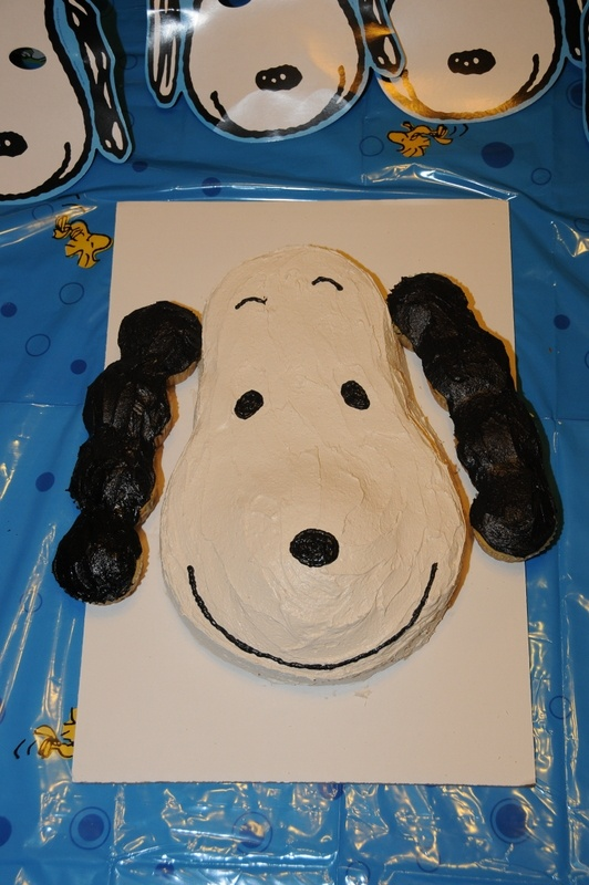 Another Snoopy cake picture (closer)
