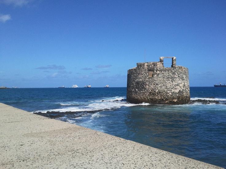 Castle of San Cristóbal at Las Palmas de Gran Canaria and School Ship Juan Sebastián Elcano.  Pic by Daniel Quintana