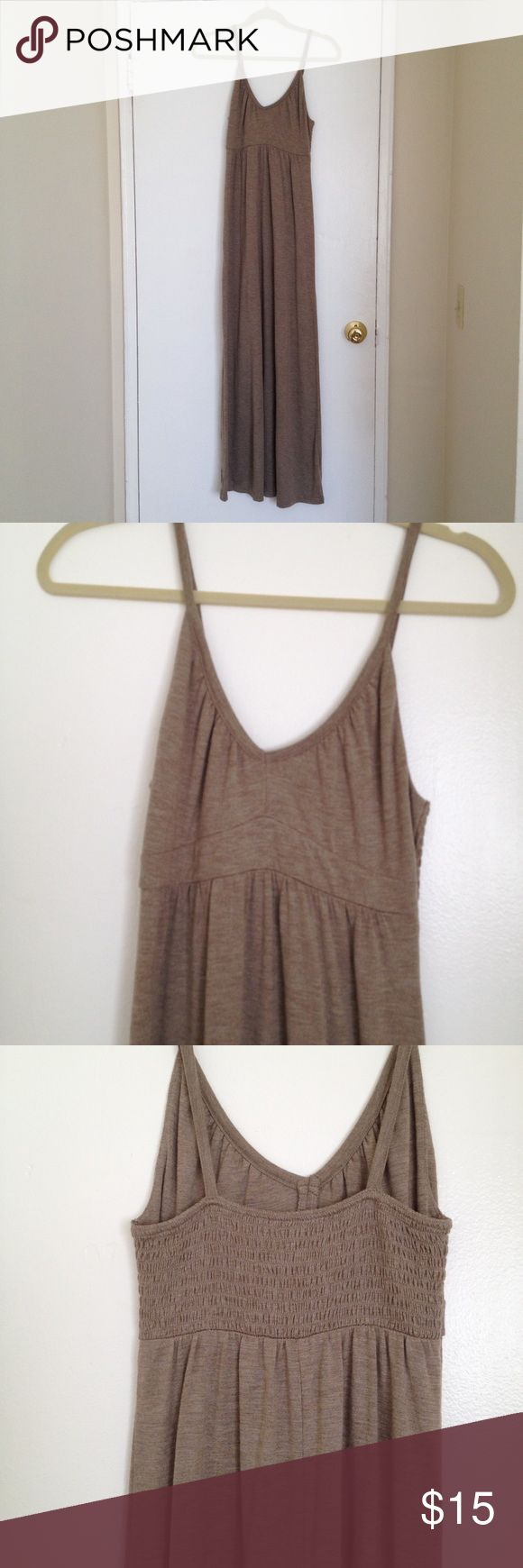 Oatmeal/ tan Old Navy maxi dress Oatmeal/ tan Old Navy maxi dress. This dress is low cut and long. The material is sensational and the dress flows well. Never worn but don't have tags. Old Navy Dresses Maxi
