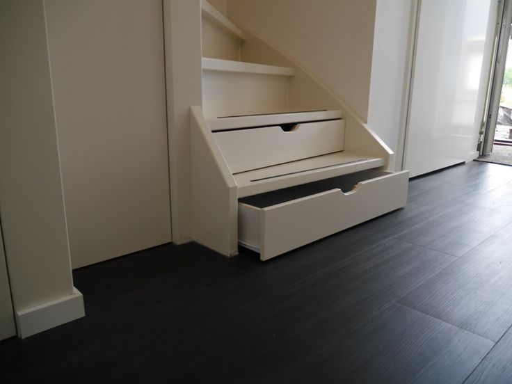 Trapkast met lades   slim gevonden   ruimte creëren   www.meesterintrappen.nl