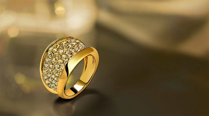 Nice background and simple composition | GOLD CHAIN ...