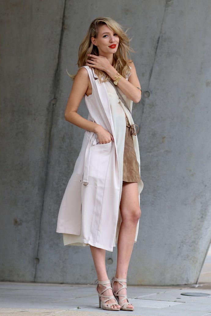 Leonie von @ohhcouture kombiniert unsere Riemchen Sandalette Giorgia mit einem Wildlederrock. Umwerfend! #poilei #fashion #bloggerstyle