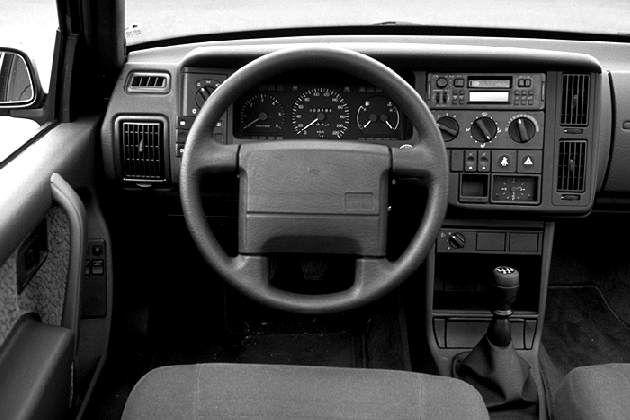 interior. VOLVO 440