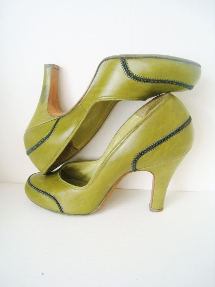 1940s Olive Leather Pumps (US 5.5 narrow), Vintage Heels, Pinup, Moss Green, Round toe, All leather, Johansen St. Louis, NY,. $120.00, via Etsy.