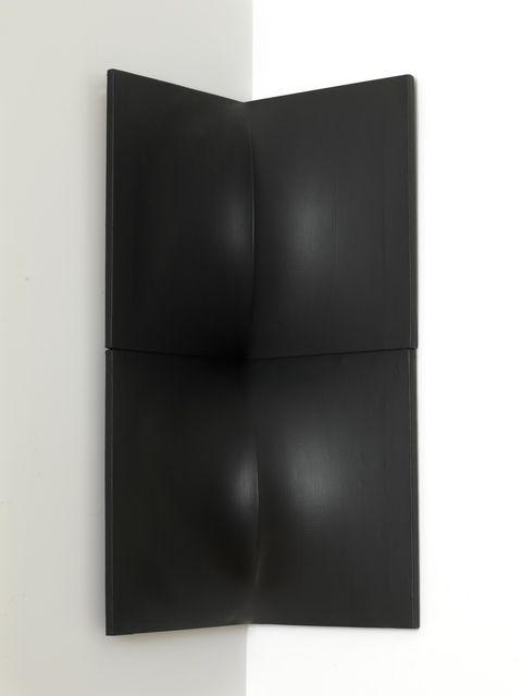 Enrico Castellani Doppio angolare nero, 1963