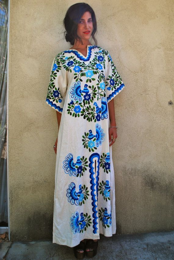 Vintage embroidered Oaxacan kaftan