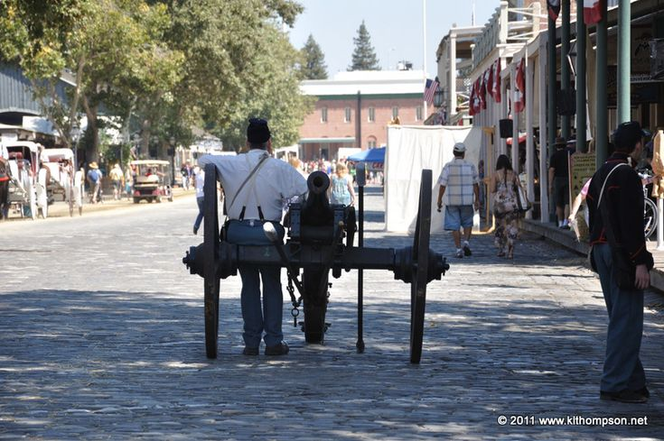 a cannon in the streets of old sacramento california during gold rush days september 3 2011. Black Bedroom Furniture Sets. Home Design Ideas