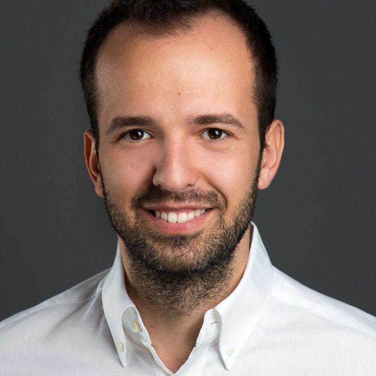 Flavius Popa - Dentist - headshot, business portrait